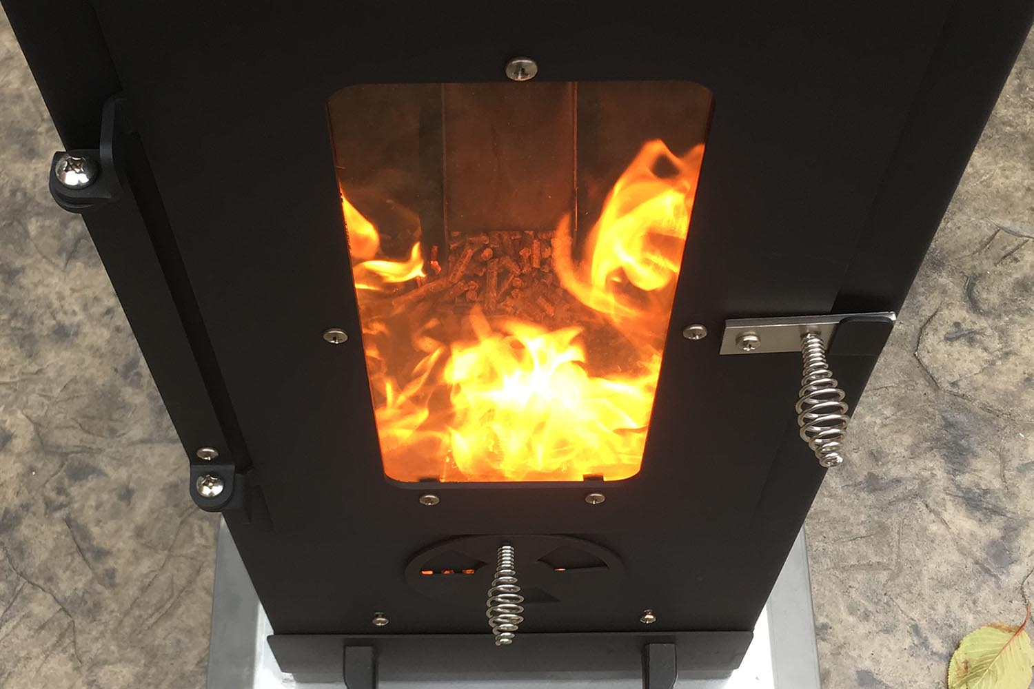 Using venturi to power a wood pellet patio heater